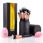 Oscar Charles Make-up-Pinselset um 35,96 € statt 44,90 €