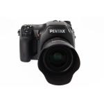 Pentax 645D ohne bzw. mit Objektiv smc DFA 645 55mm F2.8 um 5.999 bzw. 6.999 EUR